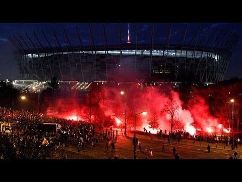 Warsaw Chaos: Clashes, water cannon, firecrackers at nationalists march in Poland
