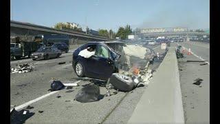 米カリフォルニア州マウンテンビューで、テスラModel Xが国道101号線で...