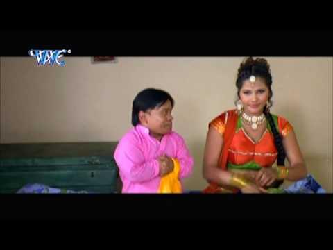 तनी छुवे दs बड़ी मुलायम बा  - Bhojpuri Hot Comedy Sence - Saiya Ke Sath Madhaiya Me HD