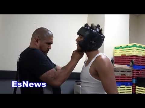 you dont need a jersey! Amado Vargas Fighting in a wife beater EsNews Boxing