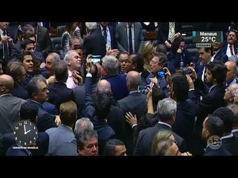 Câmara aprova fundo de financiamento de campanhas com dinheiro público | SBT Notícias (05/10/17)