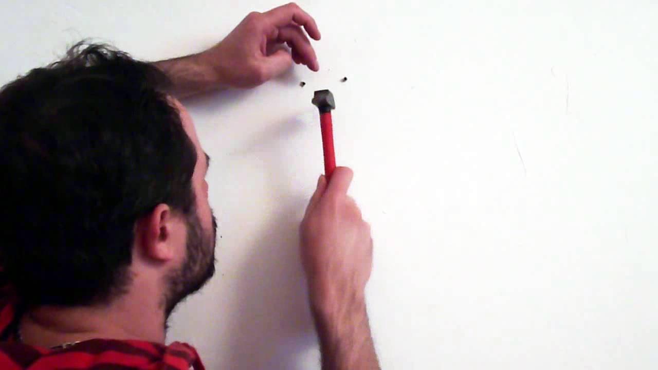Atelier guitare comment fixer un support mural pour - Accrocher photos au mur ...