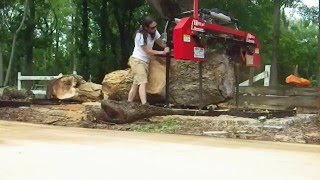 The first cut of a giant Pecan log with the Hud-Son HFE36 sawmill.