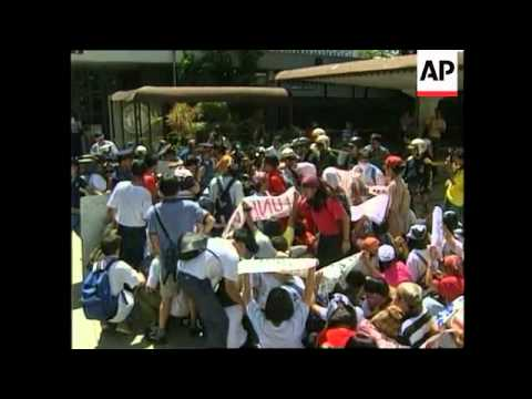 PHILIPPINES: MANILA: POLICE CLASH WITH STUDENT PROTESTERS