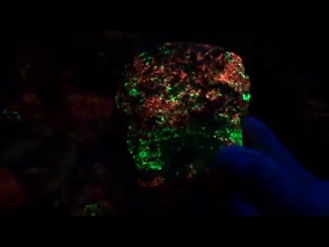 NIGHT TIME DIG FOR FLUORESCENT MINERALS - GLOW IN THE DARK ROCKS!