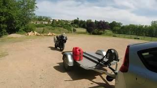 Attacher moto sur remorque sans sangles