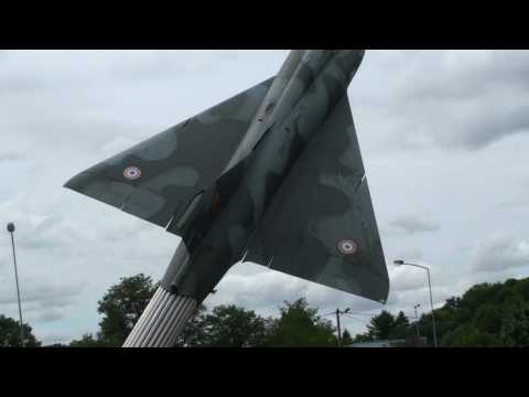 Mirage III B2 / 3 B3 biplace d'entraînement  entre St Amand-Montrond et Orval Full HD LFTA 2010