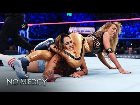 Nikki Bella shows off her weightlifting power vs. Carmella: WWE No Mercy 2016