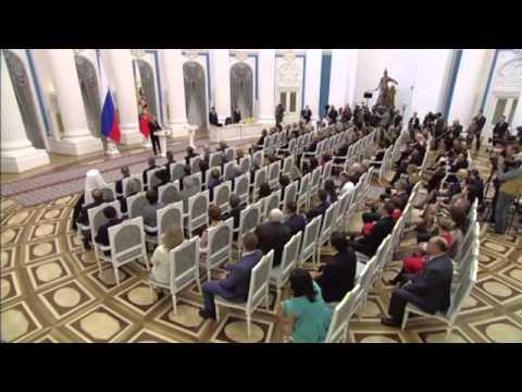 Путин наградил кыргызстанца за спасение женщины в московском метро
