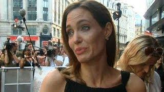 أول ظهور للممثلة أنجلينا جولي بعد استئصال ثدييها