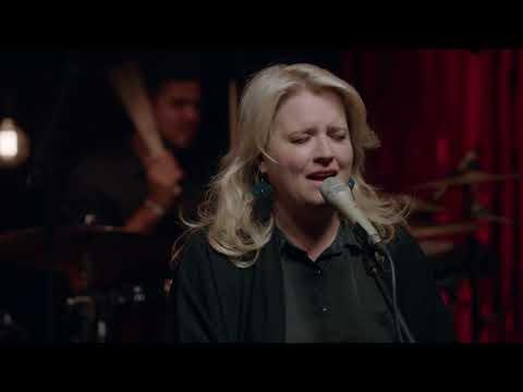 Jo Black en Karen Zoid sing 'Skepe'