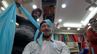 foreigner-wears-a-turban-in-india