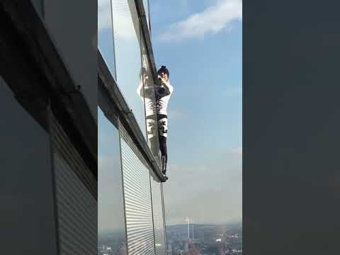 Professional free climber climbs Heron Tower in London
