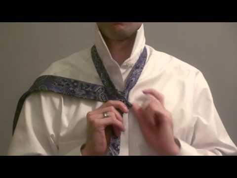 Cómo hacer el nudo de corbata windsor paso a paso en español (Spanish How to Tie a Tie)