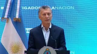"""El presidente Mauricio Macri entrega la distinción """"Investigador de la Nación"""""""