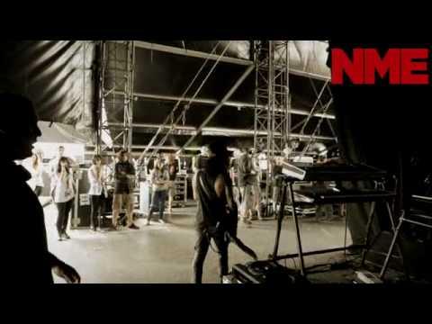 Slash Walks On Stage At Download 2010