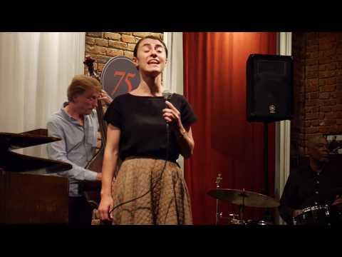 Lucy Yeghiazaryan with the Tardo Hammer Trio - Easy Living Mp3