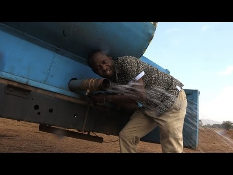 Kenyan farmer delivers water for drought-hit elephants