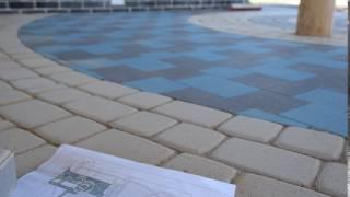 видео Варианты укладки тротуарной плитки: примеры в схемах и рисунках