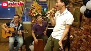 Con Đường Xưa Em Đi - Xuân Bắc | Xuân Bắc tập làm ca sĩ bolero , Tự Long vỗ tay hết mình