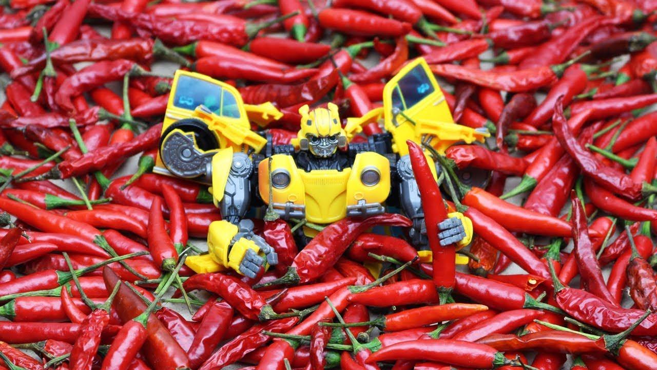 Download Transformers Chili Eating Contest Superhero Bumblebee vs. Barricade, Bonecrusher (Stop motion) Toys
