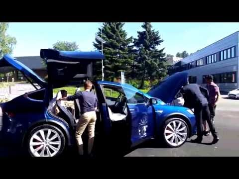 Live playback: Model X delivery part 1