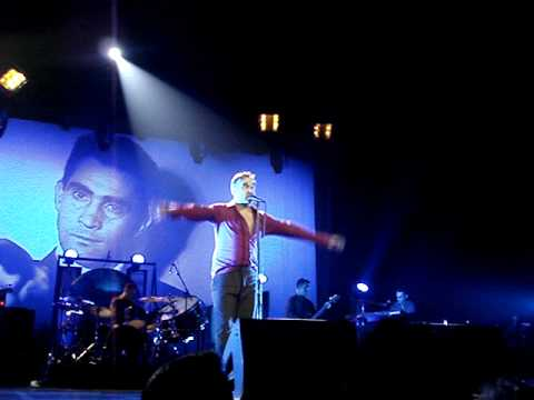 Morrissey - Something Is Squeezing My Skull - live in Paris 2009