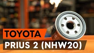 Hoe Oliefilter motor vervangen TOYOTA PRIUS Hatchback (NHW20_) - video gratis online