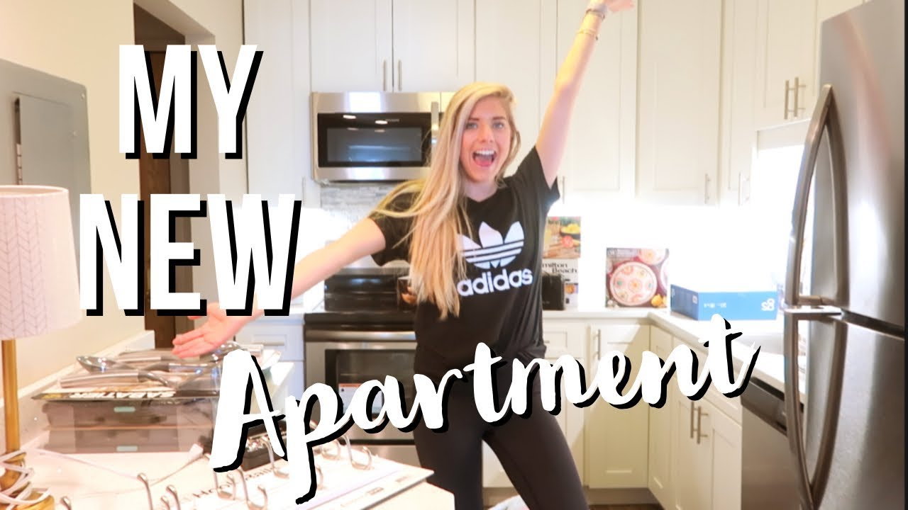 Moving Into MY FIRST APARTMENT // Vlog!