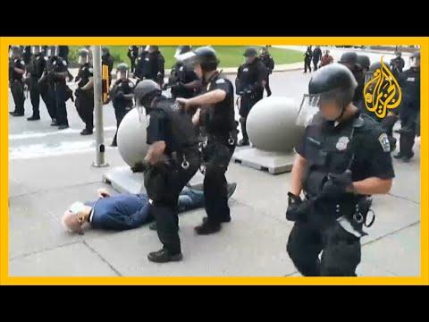 نيويورك.. توقيف شرطيين عن العمل بسبب دفعهما لرجل مسن  - نشر قبل 6 ساعة