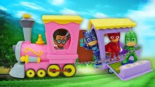 Видео про паровозик для игрушек - Герои в масках в парке аттракционов! Игрушки из мультфильмов