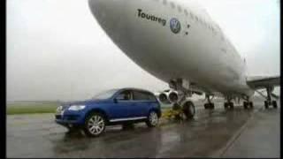 VW Touareg vs Boeing 747 | AutoMotoTV(, 2008-05-23T23:01:47.000Z)