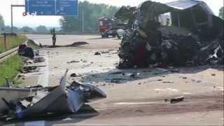 Doden bij busongeluk Dresden - NOS Nieuws