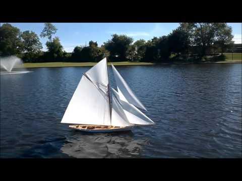 RC sailboat Volunteer