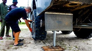 Changing wheels in the middle of nowhere! • Expedition truck • World tour