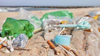 Spiagge italiane piene di rifiuti: i numeri preoccupanti del rapporto Legambiente