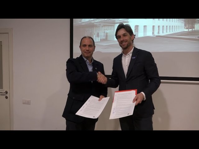 Segellat el pacte de govern entre socialistes i postconvergents
