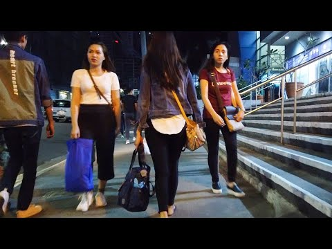 Walking in Manila at Night - Philippines