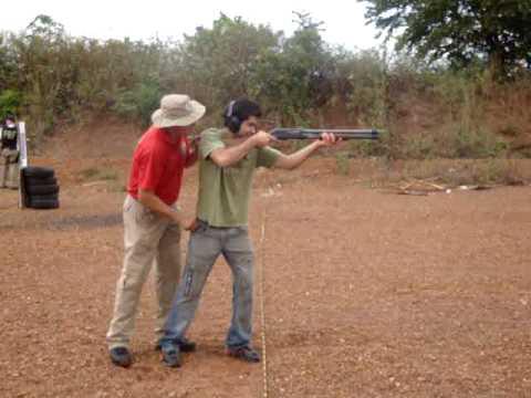 Atirando de calibre 12