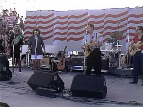 Roger Miller - King Of The Road (Live at Farm Aid 1986)