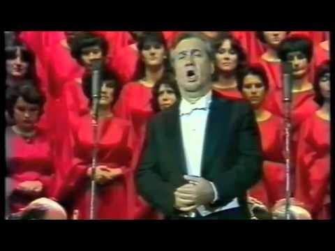 Nicolai Ghiaurov   Dobri Hristov   Haidushka pesen   live concert