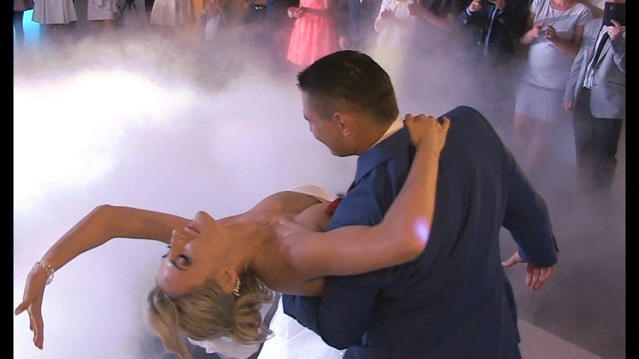 Przepiękny Pierwszy Taniec w Chmurach Ciężki Dym Śniadanie Do Łóżka