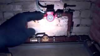 видео Закрытая система отопления частного дома, схема с естественной циркуляцией