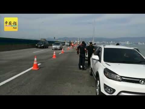 ◤轿车被撞下海◢梅匀鉼友人  等待搜救队伍展开拖吊行动