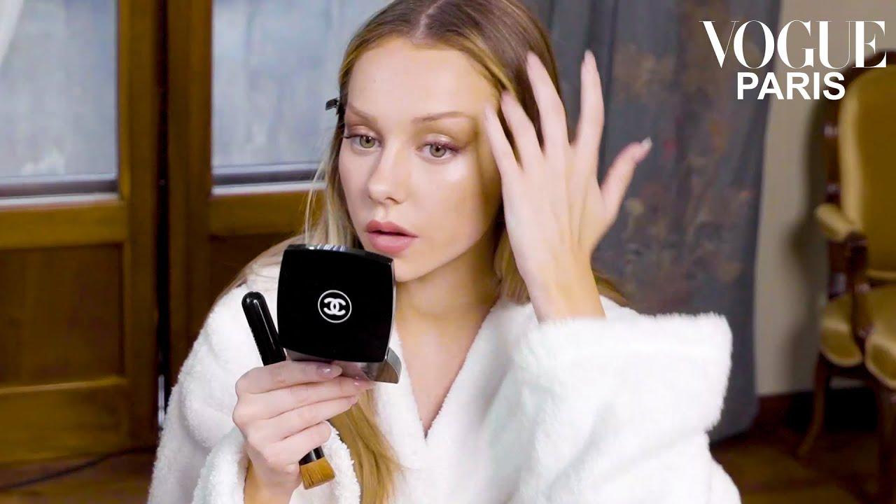 Ester Expsito la star de la srie Elite se prpare pour la soire Bvlgari  Vogue Paris