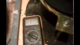 Ветрогенератор вертикальный первая пробная проверка(Статор еще не доработал, статор высотой 10 мм зазор между магнитами 14 мм предварительно, вращая от руки в..., 2016-02-03T17:05:37.000Z)