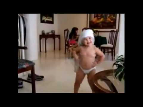 BABY Dancing like SHAKIRA --- INCREDIBLE ---WAKA WAKA.flv