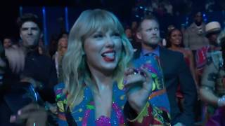 Taylor Swift reactions & backstage at the VMA Video