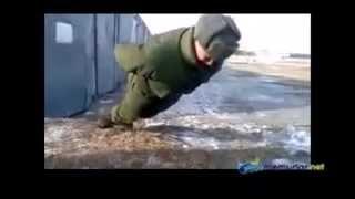 El kullanmadan şınav çeken asker