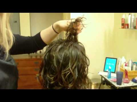 How to Do a Cute Hairstyle for Curly